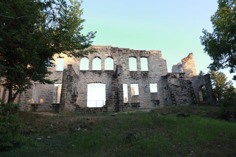 Стародедовские стены замка стоковые изображения