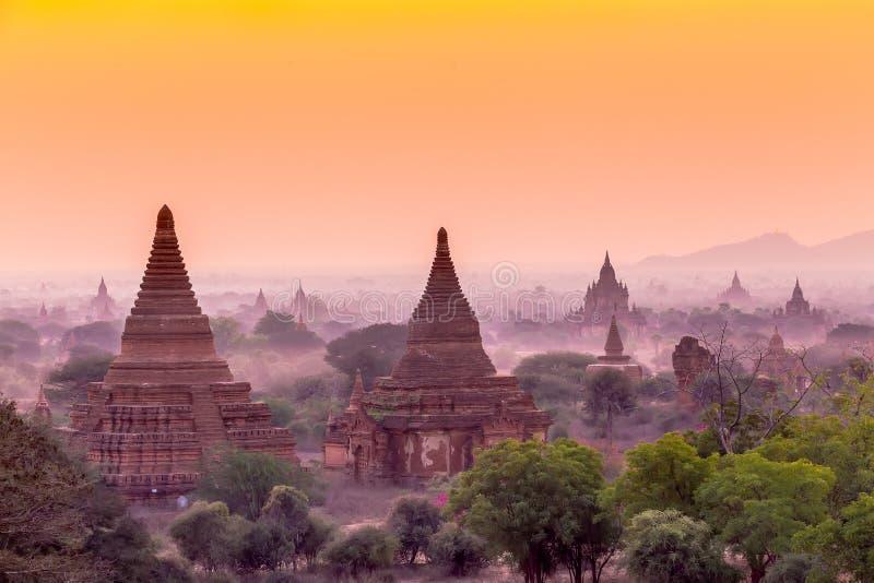 стародедовский bagan myanmar над восходом солнца стоковое изображение rf