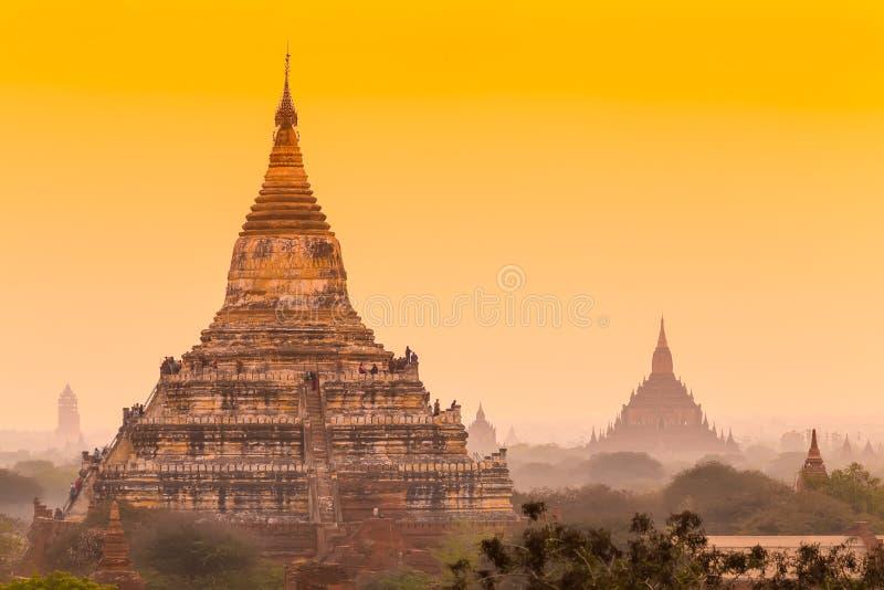стародедовский bagan myanmar над восходом солнца стоковая фотография
