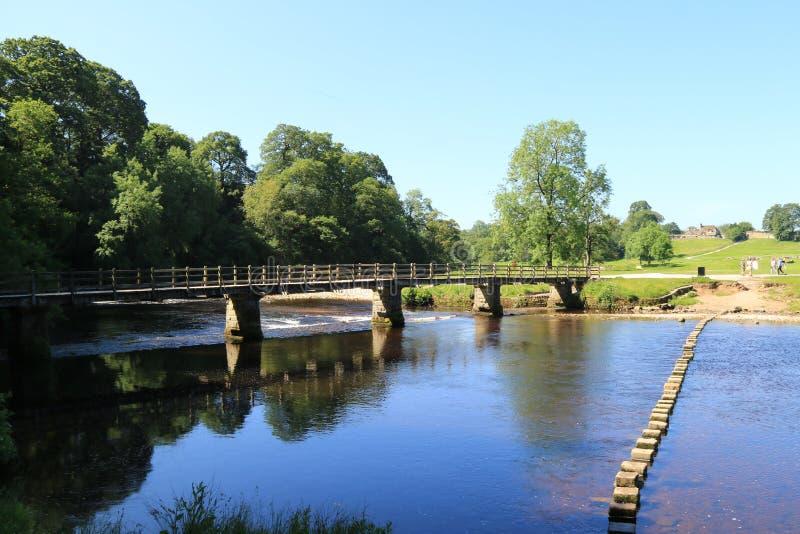 Стартовые площадки и мост на аббатстве Bolton стоковая фотография