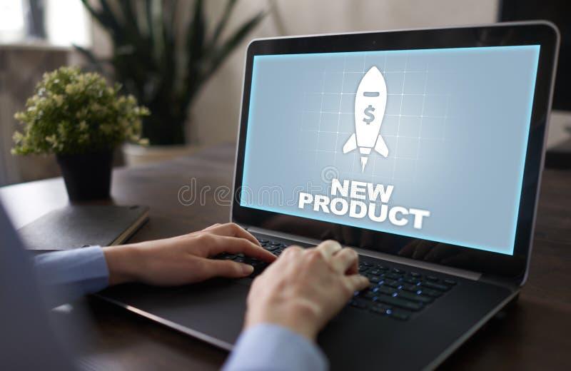 Старт нового продукта Значок Ракеты на виртуальном экране Маркетинговая стратегия, коммерчески нововведение владение домашнего кл стоковые изображения
