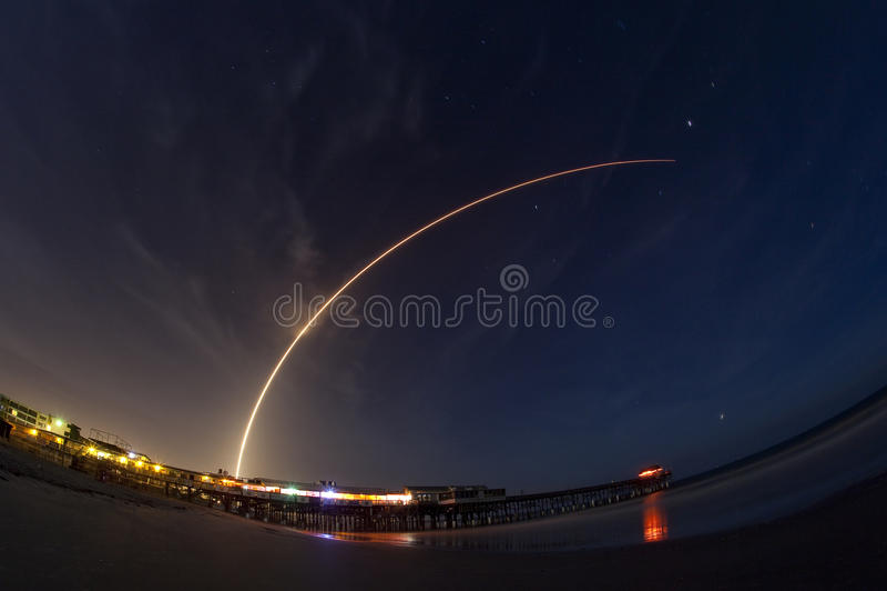 Старт ракеты атласа v стоковое изображение
