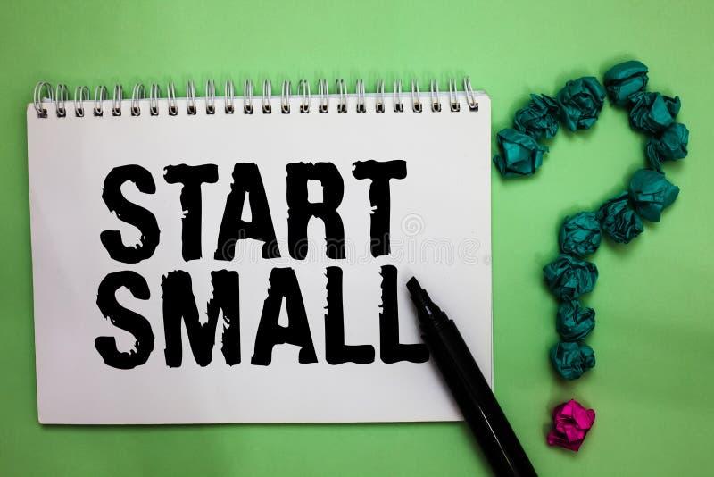 Старт текста сочинительства слова малый Концепция дела для малых средств предприятий начинает вверх cr отметки тетради предприним стоковая фотография