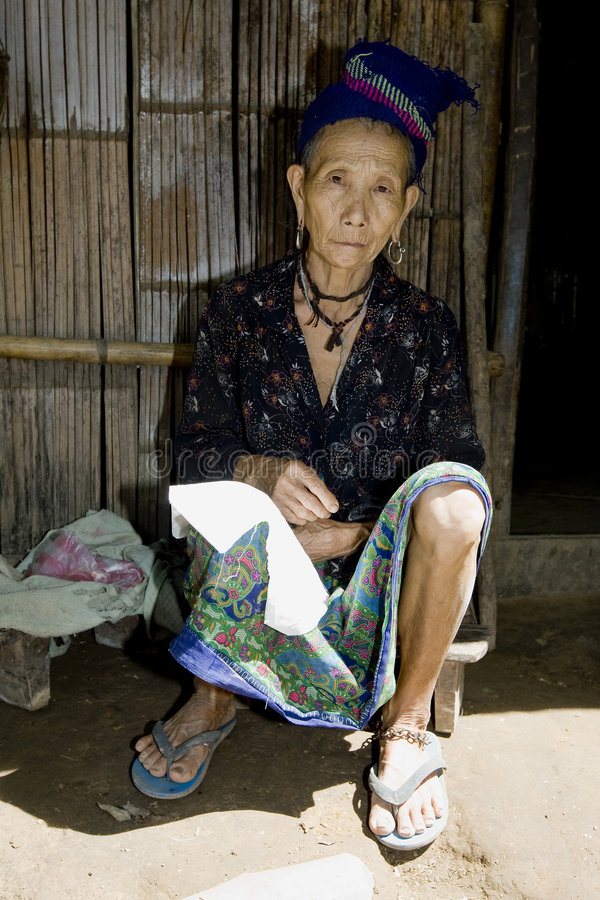 старуха Лаоса hmong стоковые фотографии rf