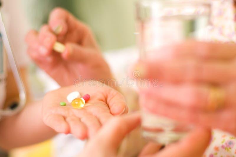 старуха лекарств стоковое изображение rf