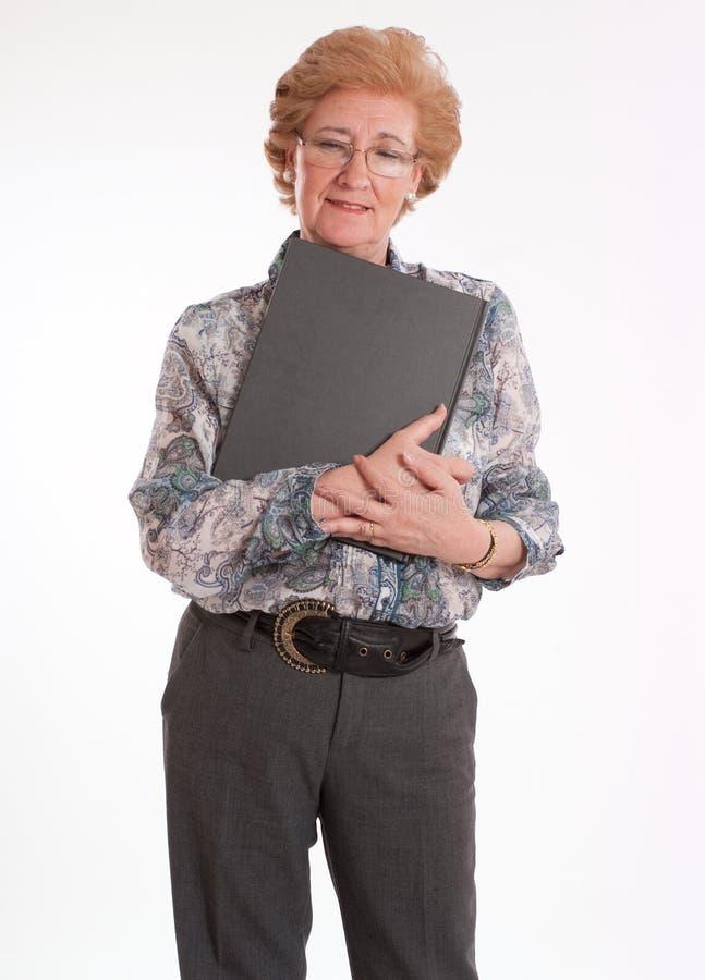 Старшая дама с книгой стоковая фотография rf