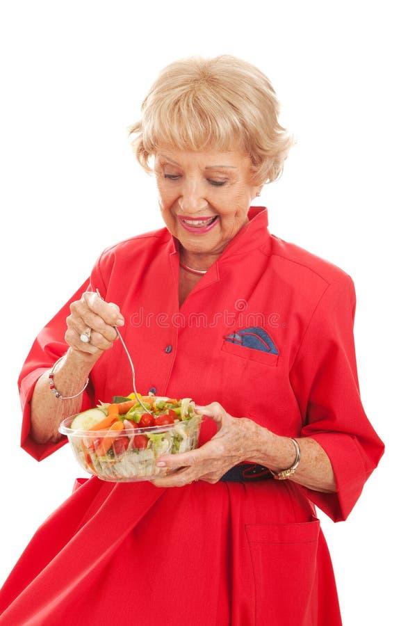 Старшая дама Eating Здоров Салат стоковая фотография
