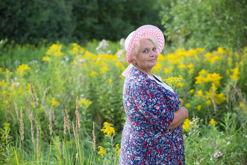 Старшая бабушка внешняя стоковое фото rf