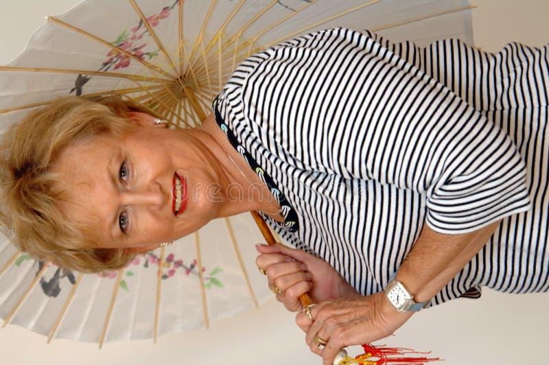 старшая женщина моложавая стоковое фото rf
