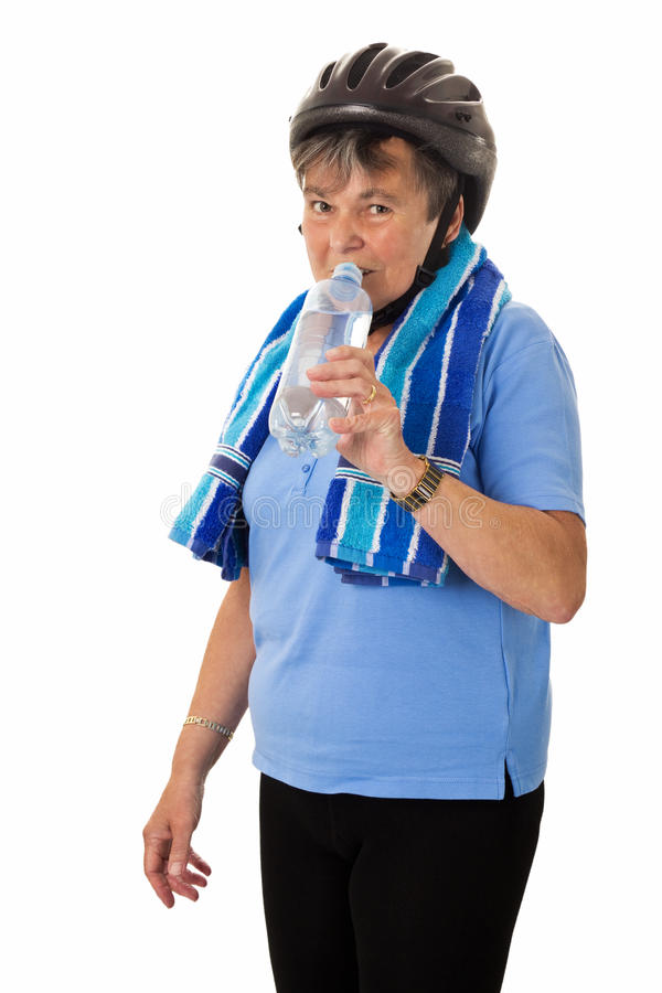 Старшая женщина с выпивать шлема стоковые фотографии rf