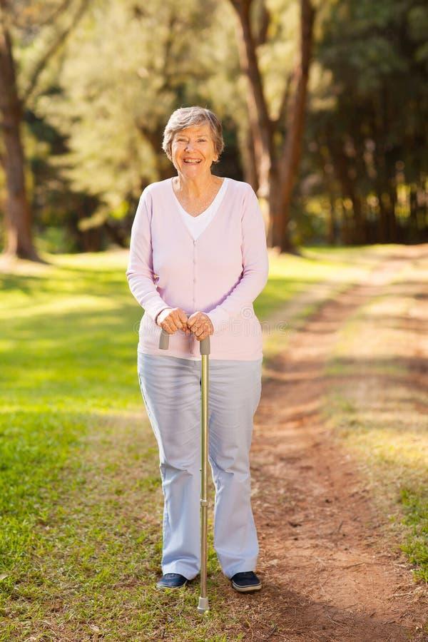 Старшая женщина outdoors стоковое изображение rf