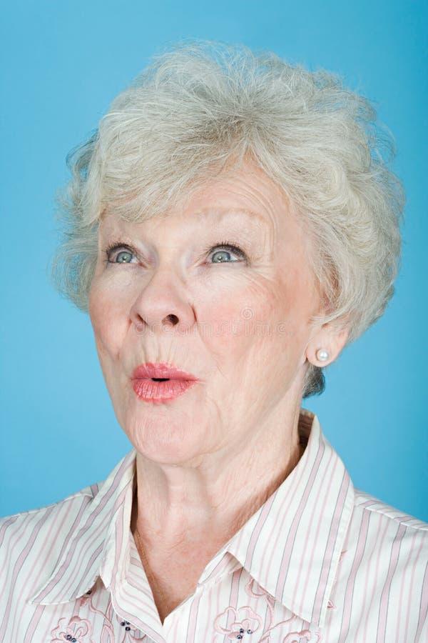 старшая удивленная женщина стоковое фото rf