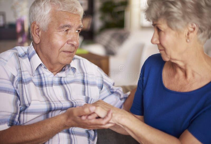 Старшие пары и их проблемы стоковые фото