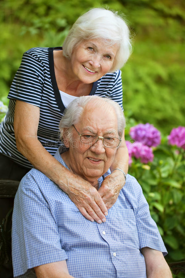 Старшие пары счастливые стоковые изображения rf