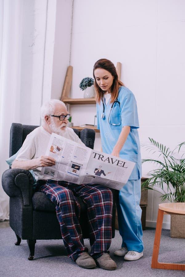 Старшие пациент и попечитель стоковые изображения rf