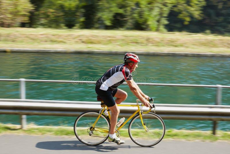 старший велосипедиста стоковое фото rf