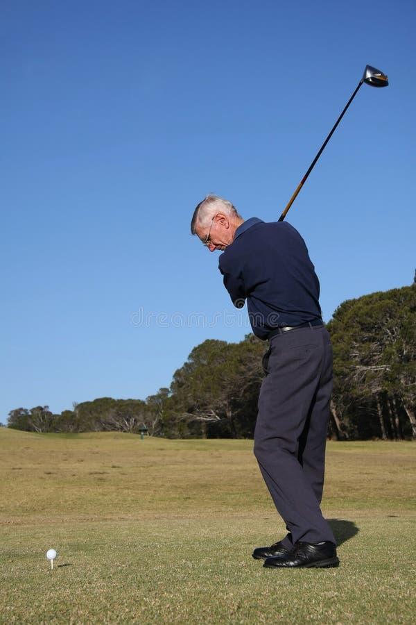 старший игрока в гольф стоковая фотография rf
