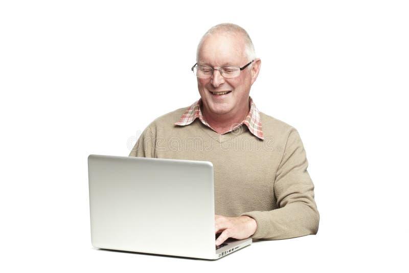Старший используя компьтер-книжку стоковое фото rf