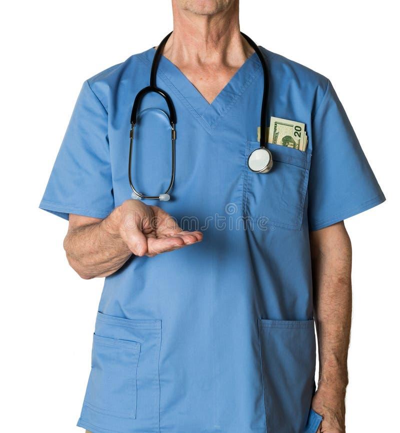 Старший доктор внутри scrubs просить оплата стоковые фотографии rf