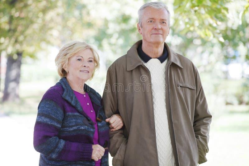 старший пар счастливый стоковое изображение rf