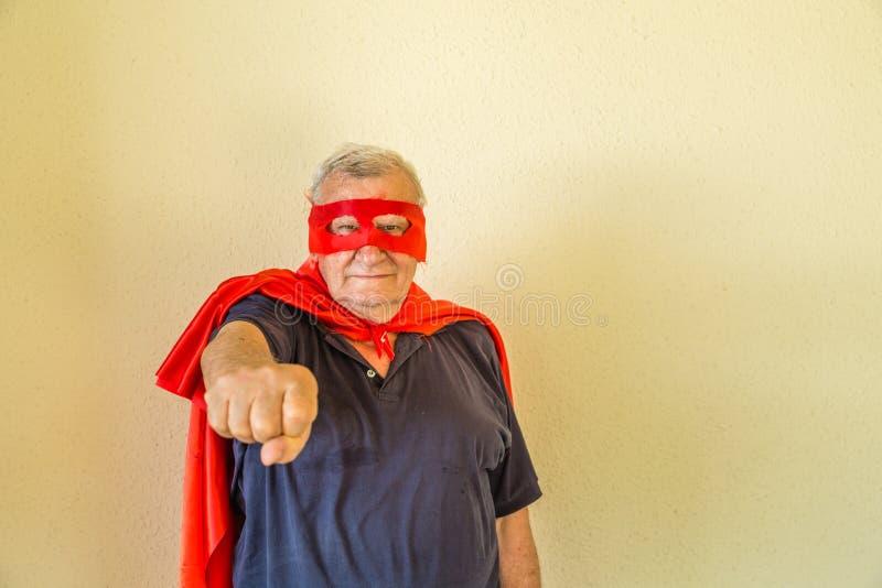 Старший указывать супергероя стоковое изображение rf