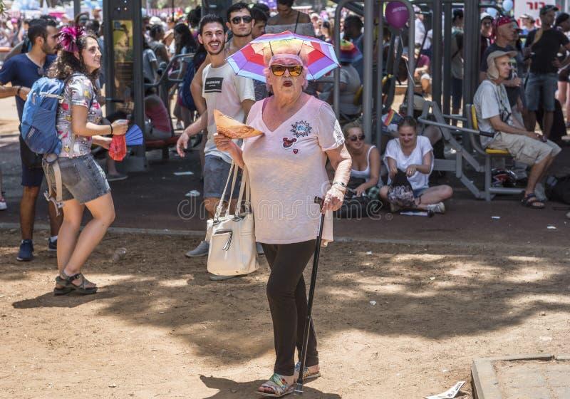 Старший участник дамы на параде гей-парада стоковое фото rf