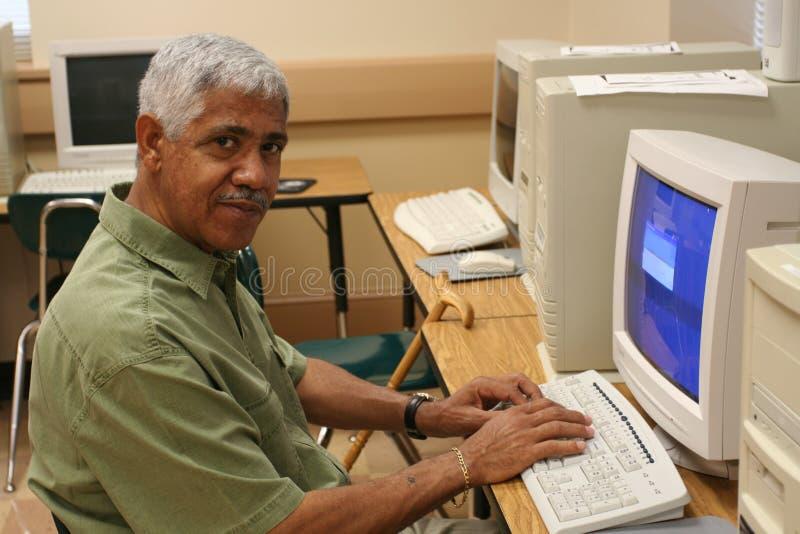 старший учить компьютера стоковые изображения rf