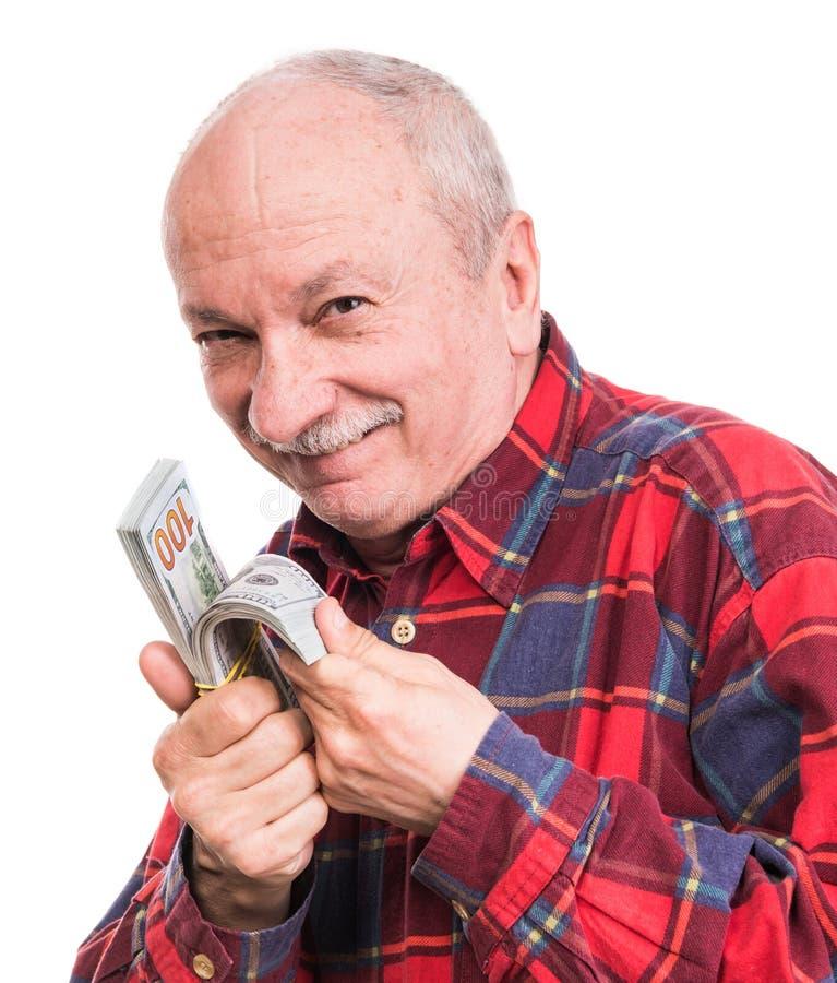 Старший человек держа стог денег Портрет возбужденного старого бизнесмена стоковое изображение rf