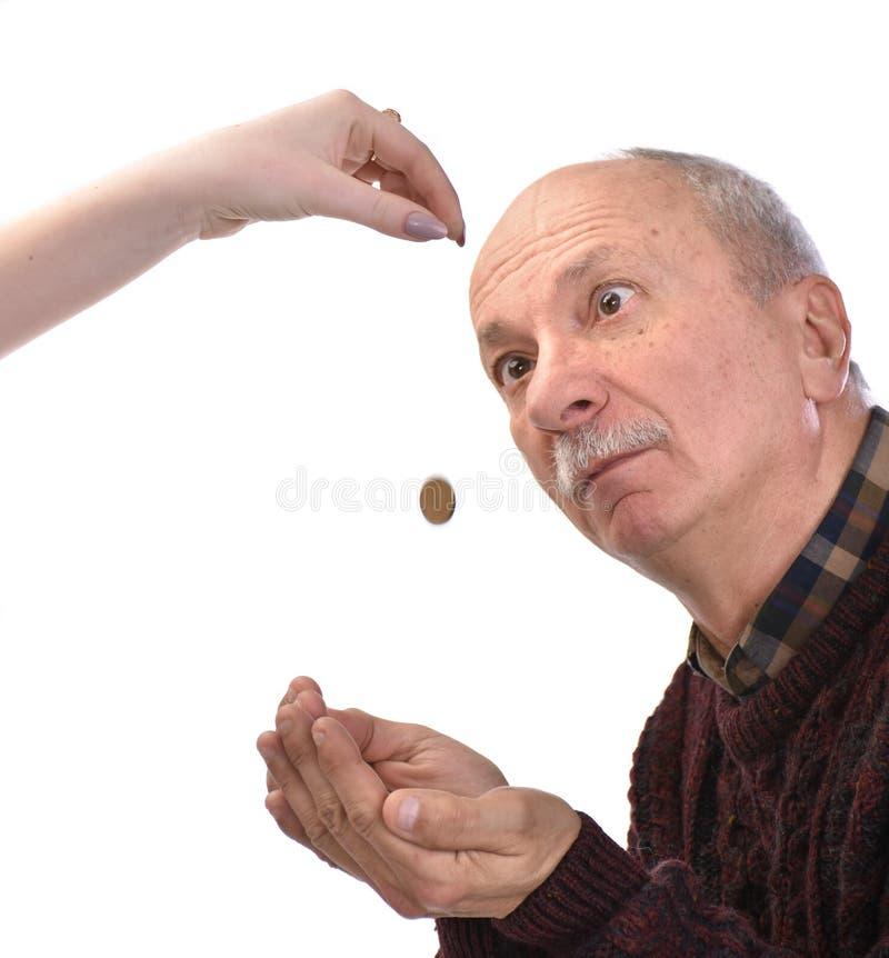 Старший человек умоляя для милостынь стоковые изображения rf