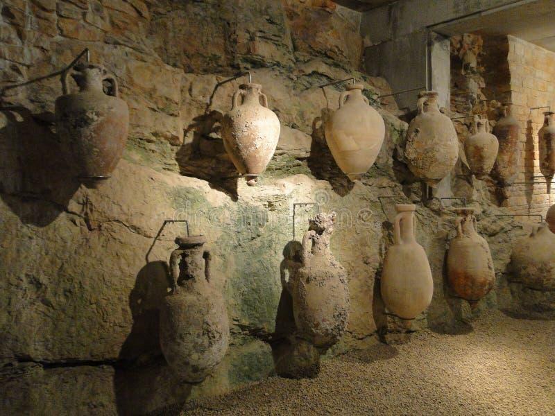 Старые амфоры сделанные romans в древности, в пулах стоковая фотография