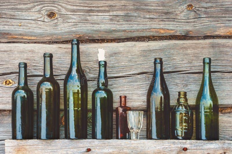 Старые бутылка и стекло стоковое изображение rf