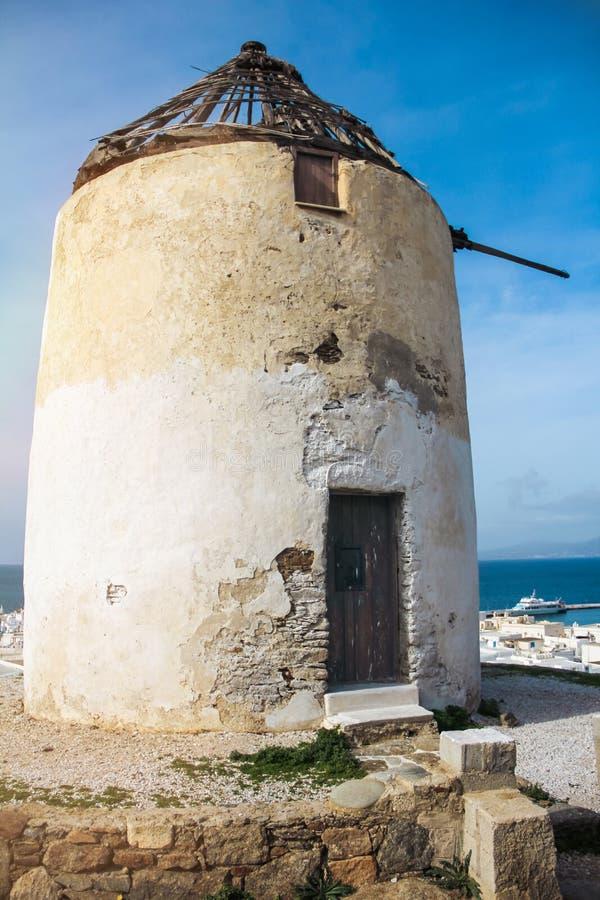 Старые ветрянки в Chora Mykonos Греции jpg стоковые фото
