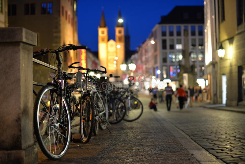 Старые велосипеды городка стоковое изображение rf
