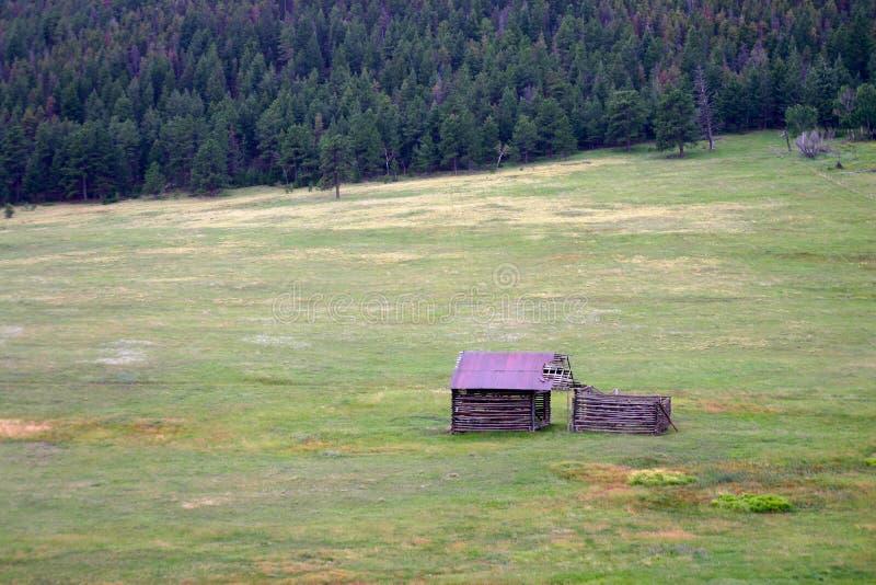 Старые выдержанные здания ранчо стоковое изображение