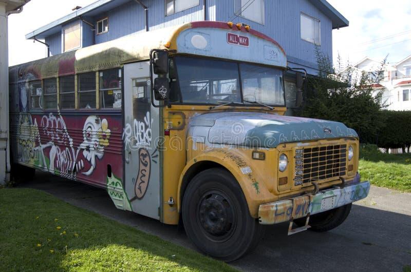 Старые граффити школьного автобуса стоковое изображение rf