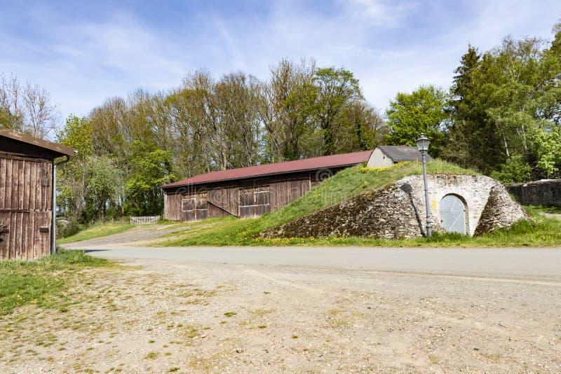 Старые деревянные амбар и силосохранилище стоковое изображение rf