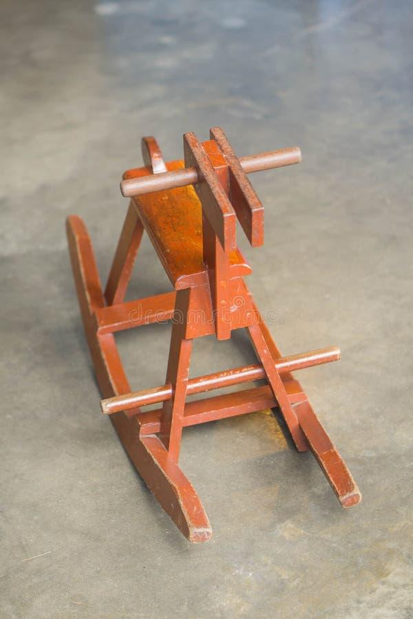Старые деревянные игрушки лошади сделанные из древесины стоковые изображения rf