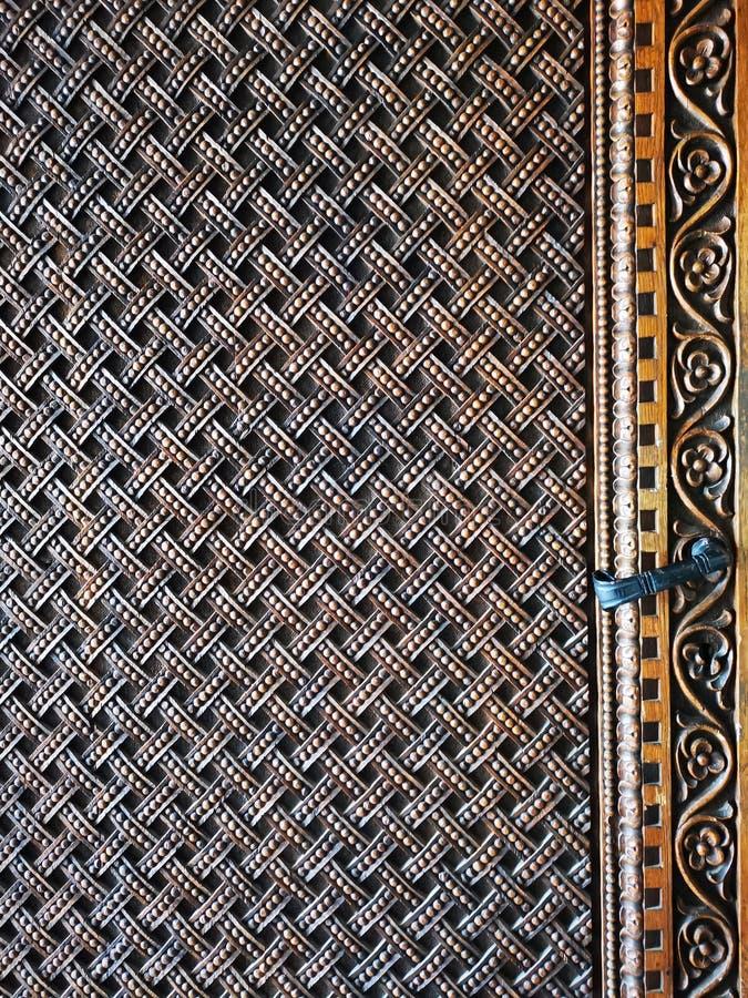 Старые детали двери - архитектура в стиле brancovenesc стоковая фотография