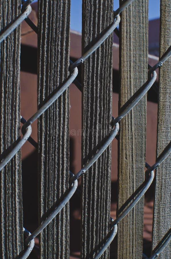 Старые длинные деревянные предкрылки в загородке стоковая фотография