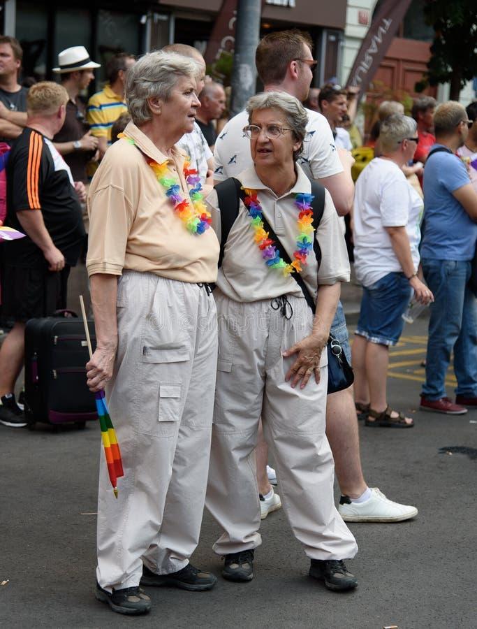 Старые лесбосские пары - гордость 2015 Праги стоковая фотография