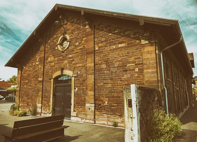 Старые здания и железные дороги стоковое изображение