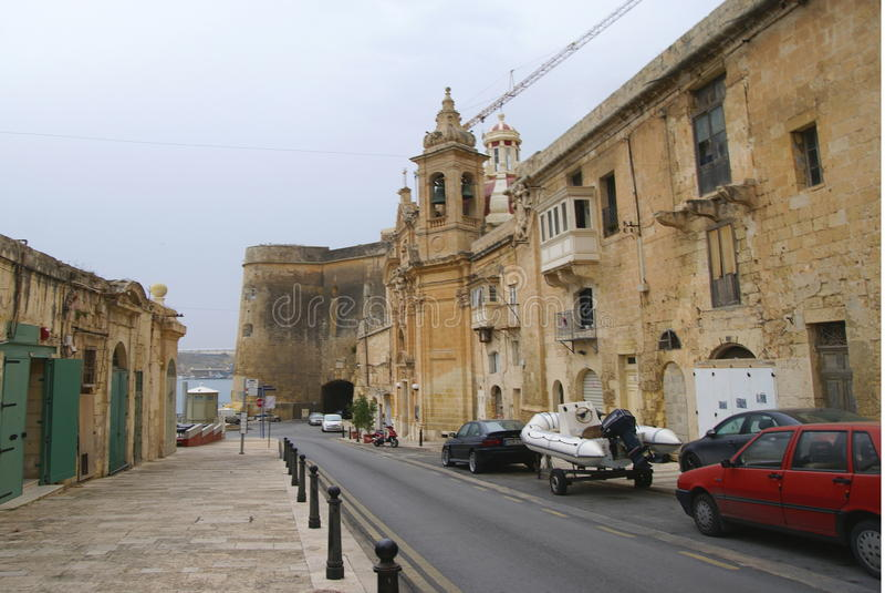 Старые здания и Виктория Cate в грандиозной гавани Валлетты стоковое изображение rf