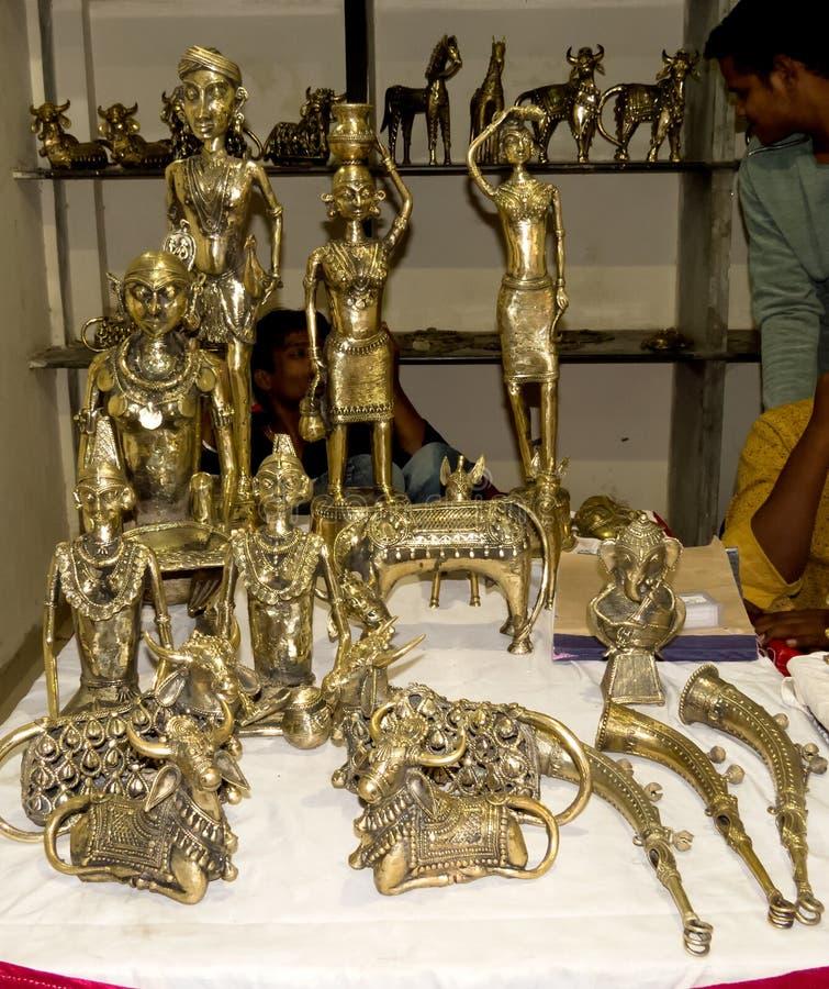 Старые индийские скульптуры стиля или статуи латуни стоковая фотография rf