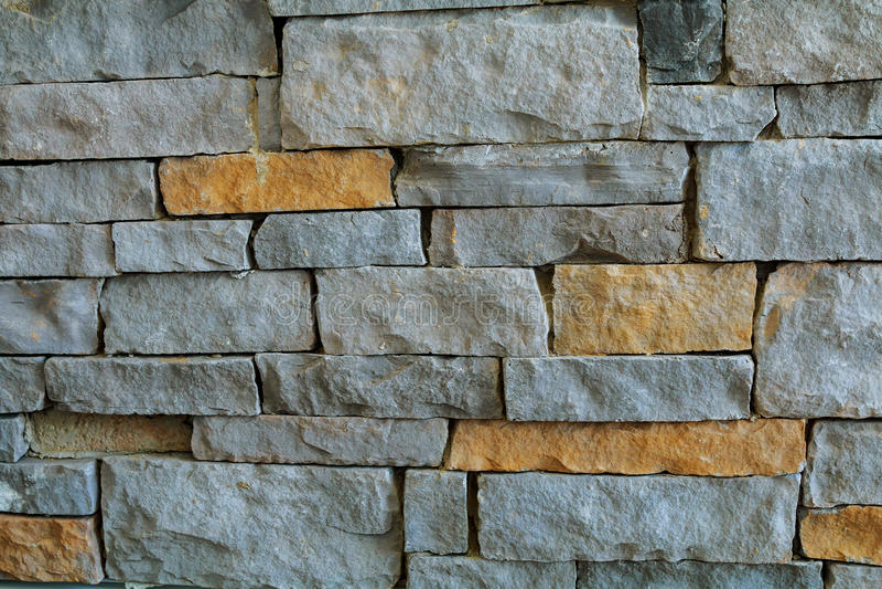 Старые длинные узкие несенные вниз с кирпичей делают стену , стоковое фото rf