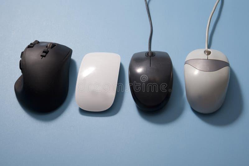 Старые и новые мыши для компьютера стоковые фото