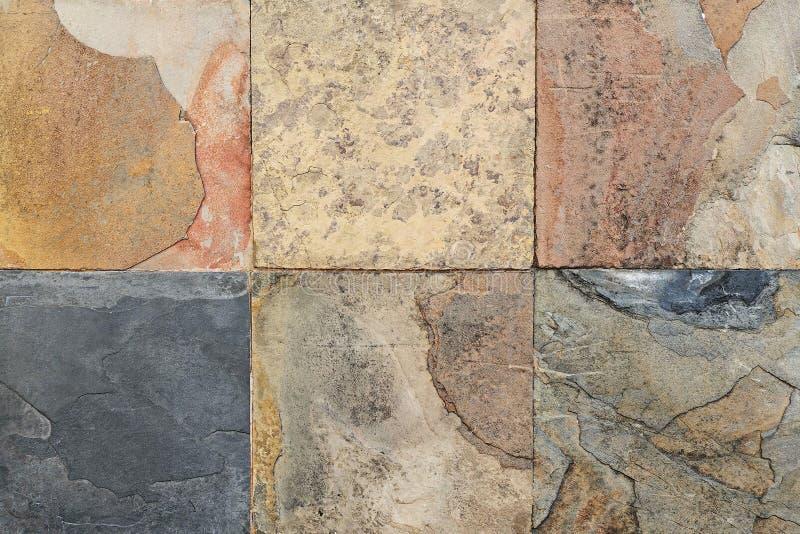 Старые картины плиток плакирования камня стены handcraft от публики Таиланда стоковая фотография