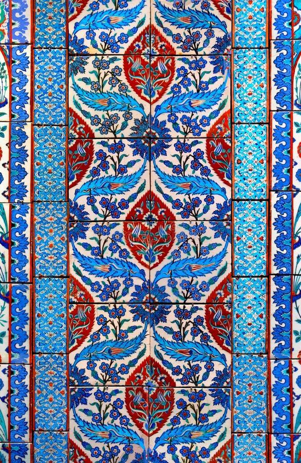 Старые керамические плитки мозаики, флористическая картина стены, предпосылка дизайна стоковое изображение rf