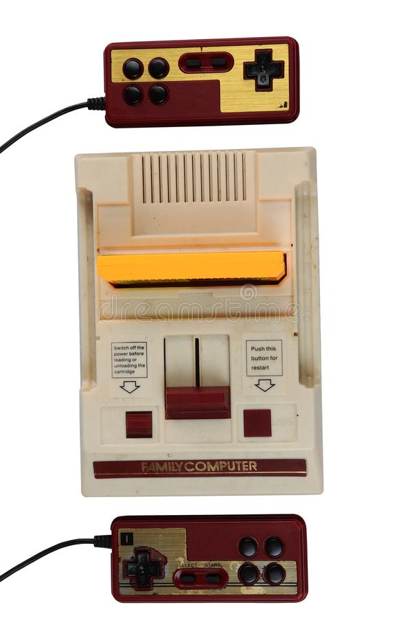 Старые компьютер и игровые картриджи семьи системы развлечений Nintendo: Chaingmai, ТАИЛАНД - 24-ОЕ МАРТА 2019 стоковое фото