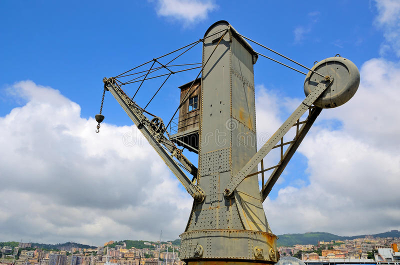 Старые краны в порте Генуи стоковые изображения rf