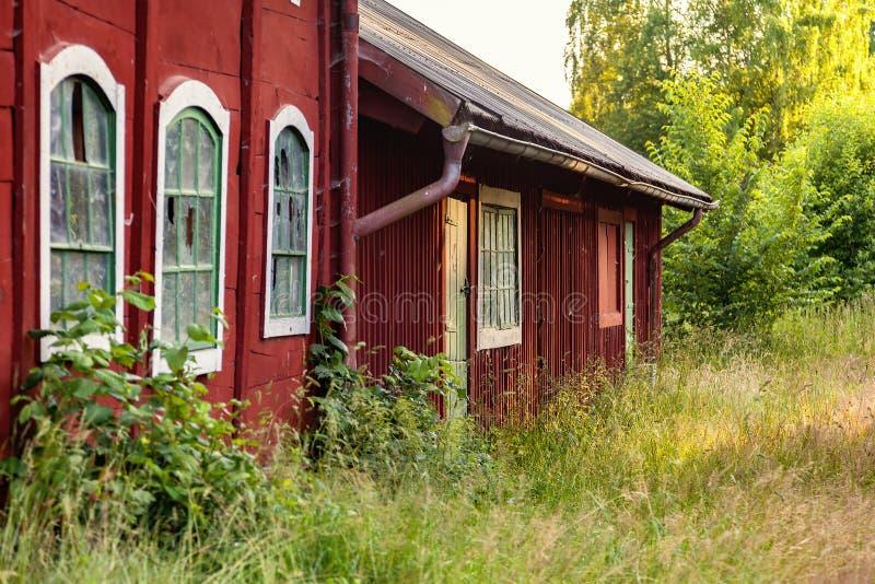 Старые красные сельскохозяйственные строительства стоковая фотография